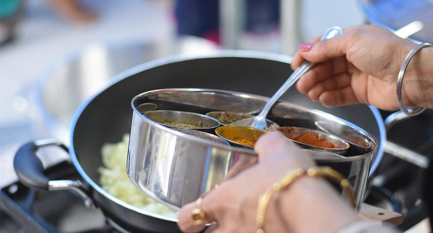 Mujer-cocinando