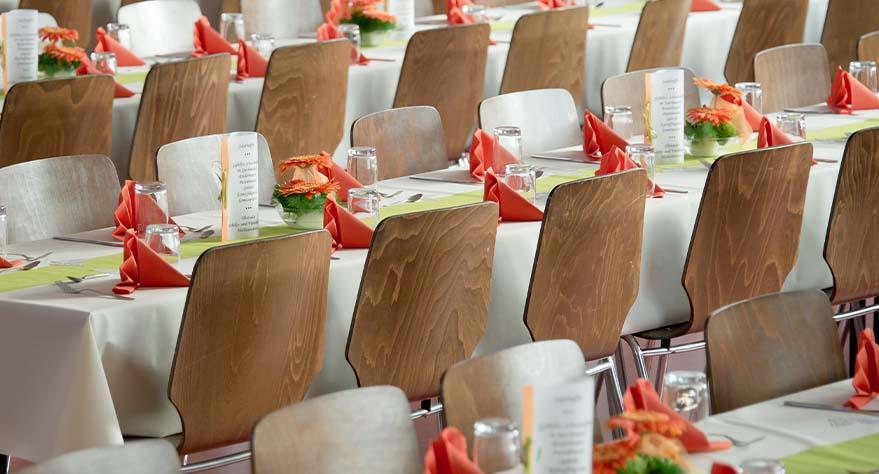 preparar-mesas-para-banquete